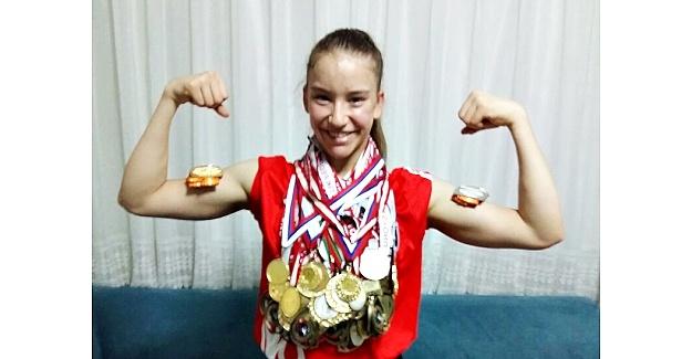 """Altın Kız Ayşe Begüm Onbaşı; """"Ben madalya canavarıyım, kendimi aşmak için yarıştım kazandım"""""""
