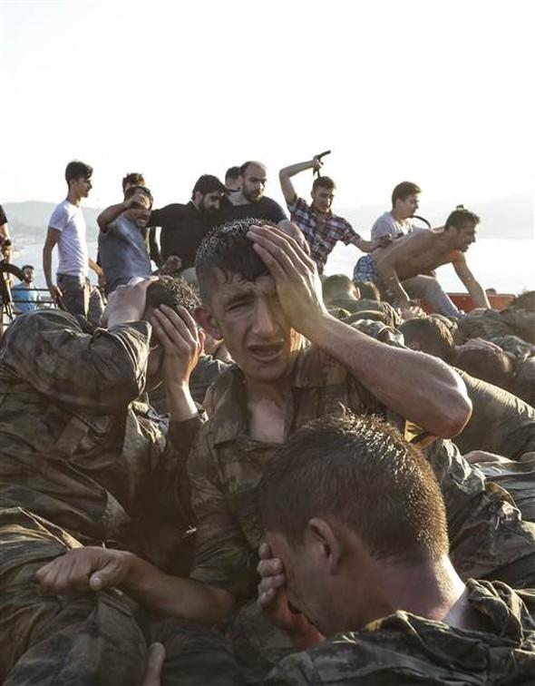 """Askerler: """"Biz tatbikat sanıyorduk halkı görünce anladık"""""""