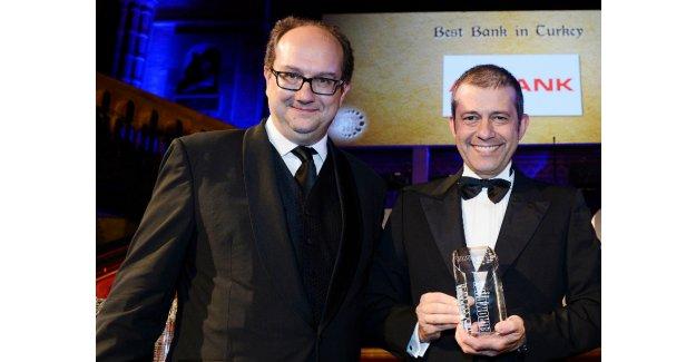 Hem Türkiye'nin hem de Orta ve Doğu Avrupa'nın  en iyi bankası; Akbank