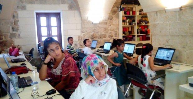 Mardinli kız çocukları bilgisayarla, kodlamayla tanıştı