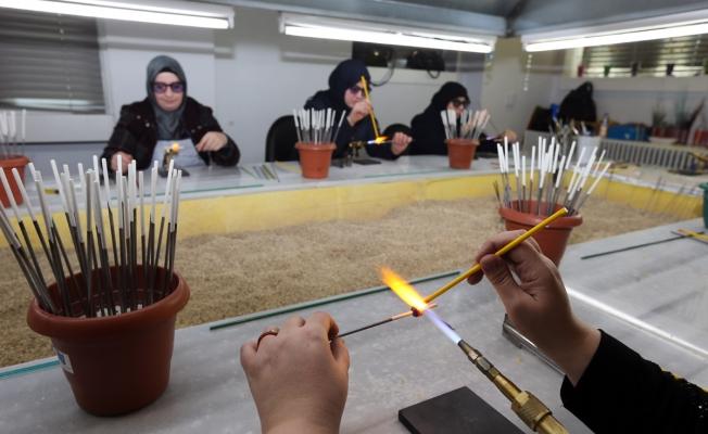 Suriyeli mülteciler Gaziantep'te meslek ve dil eğitimi alıyor
