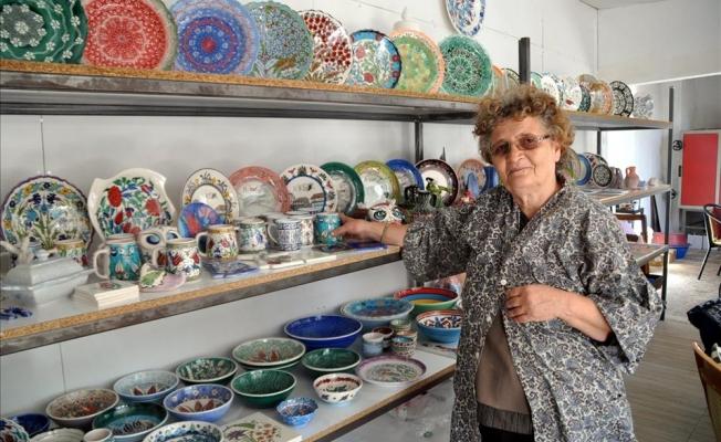 Tokat'da Emekli öğretmen Tülay Atila 3 ülkeye çini ihraç ediyor