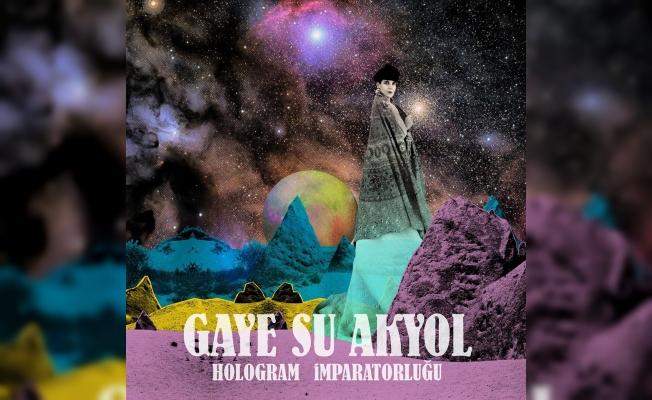 Gaye Su Akyol, 'Hologram İmparatorluğu'nun kapısını bu kez Sabancı'da açıyor