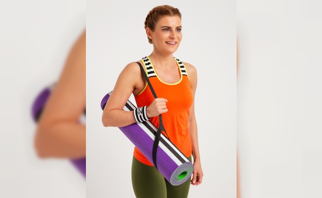 Ece Vahapoğlu'nun fit21'inden 3 yeni ürün; spor matı, havlusu ve yoga çorabı