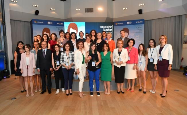 Teknolojinin Kadın Liderleri Ödüllendirildi
