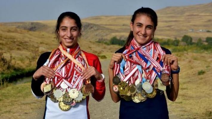 Aileleri ikna edilince Zeynep Bayçınar ve Eda Solmaz, Avrupa şampiyonu oldu