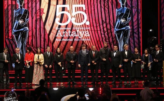 Antalya Film Festivali'nde en iyi film ödülü '3 Yüz'ün oldu