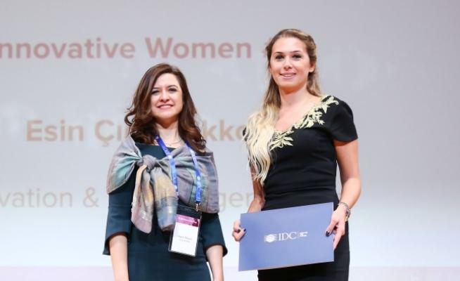 """Aygaz'dan Esin Çınar Akkol, """"İnovatif Kadın"""" Ödülüne layık görüldü"""
