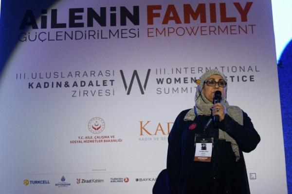 İsveçli yılın kahramanı seçilen Fatma Teyze, Kadın ve Adalet Zirvesi'nde herkesi etkiledi