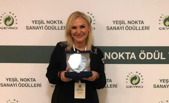 Sanatçı Zeliha Sunal'a ÇEVKO'dan ödül
