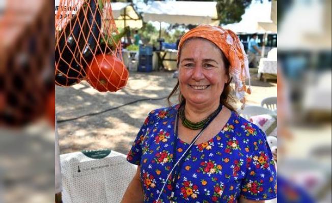 İzmir'in Pagos Pazarı'nda 100'den fazla kadın ürünlerini satıyor