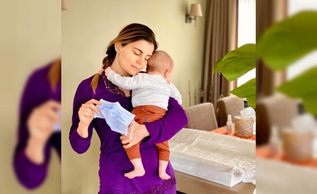 Ece Vahapoğlu, bebeğinin aşısını evde yaptırdı