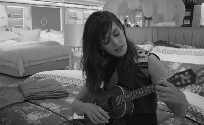 Anne Hathaway'in Film Tanıtımında Haremlique Istanbul Ürünlerini Kullandı