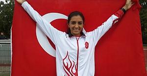 Özlem Kaya 3 bin metre engellide bronz madalya kazandı