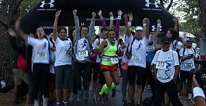 Ece Vahapoğlu, TOG kadın için 20 Km'yi 3,5 saatte koştu