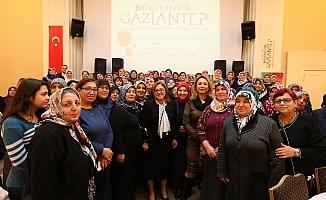 """Fatma Şahin'den kadınlara;""""İnsan umudunu kaybederse hayatını kaybeder"""""""