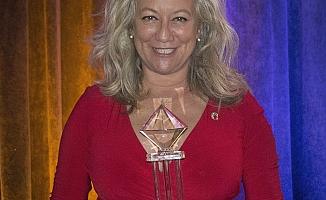 NAR'dan Emel Onur'a Diamond ödülü