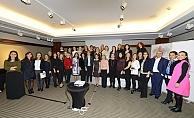 Yönetimde daha fazla kadın için kurumlarda eşitlikçi dil şart