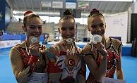 Altın Kız Ayşe Begüm Onbaşı genç kadınlarda Avrupa Aerobik Jimnastik Şampiyonu oldu