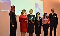 Kadınlar, Şeffaflık Ödülleri'ni topladı